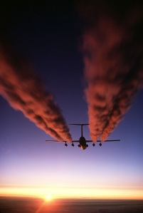 640px-C-141_Starlifter_contrail